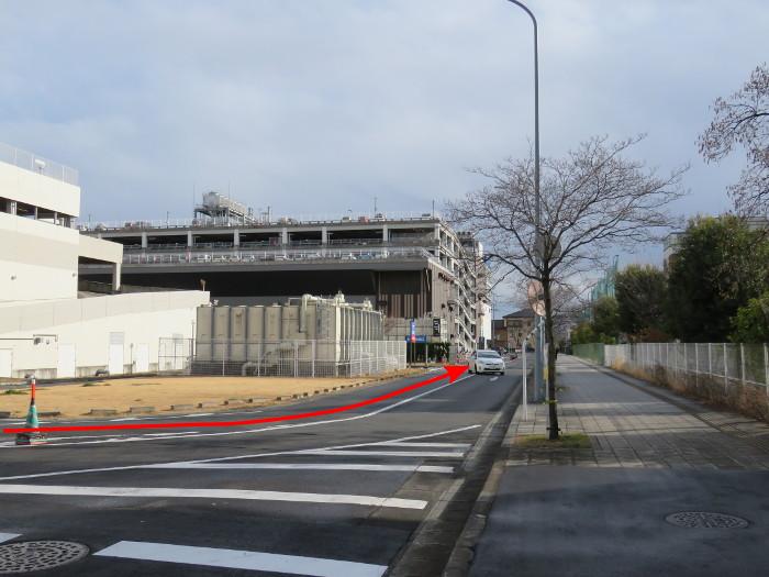 ララガーデン駐車場(合流2)