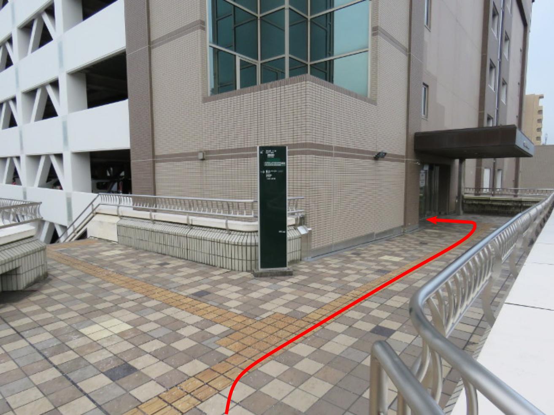 泉中央駅からのびすく泉中央への行き方(地下鉄3)